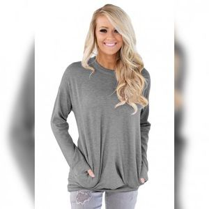Tops - Comfy gray thin sweater with pockets